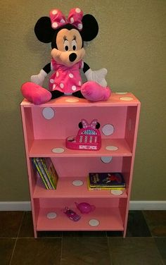a broken,thrift bookcase, redone into pink w/white polka dots, perfect for Minnie Mouse Room :) Suzanne Wright Photography. CHLOE BEAR 🐻 WOULD Love ❤ This OK 👌 Love ❤ Nikki Minnie Mouse Room Decor, Minnie Mouse Nursery, Mickey Mouse, Casa Disney, Disney Rooms, Girl Nursery, Girls Bedroom, Toddler Rooms, Daughters Room