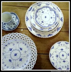 Love these blue and white porcelain plates by Royal Copenhagen. Discovered by via lovely blog, 'Little Big Bell'.