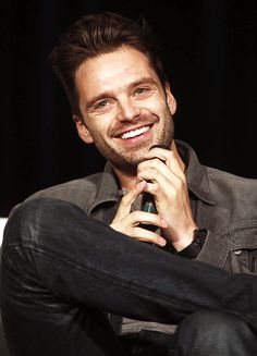 Sebastian Stan at the Wizard World Tulsa panel on 22 October 2016