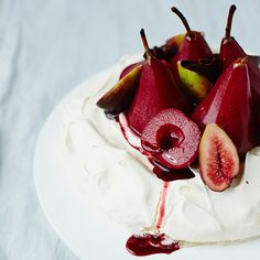 Ingredients: For the egg ¾ cup caster tsp tsp white wine vinegar For the yogurt tbsp agave ¾ cup thick, fat-free natural vanilla pod, split in half lengthways For the fruit topping: Pavlova Toppings, Wine Cupcakes, White Wine Vinegar, Mulled Wine, Yogurt, Sweet Treats, Vanilla, Fruit