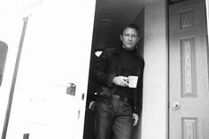 Daniel Craig with coffee mug... who doesn't immediately think of Mikael Blomkvist? :)