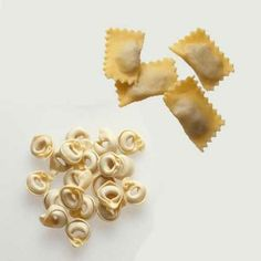 Everything you need to know about different types of pasta courtesy of Pasta Types, Food Hacks, Food Tips, Party World, Homemade Pasta, Culinary Arts, I Love Food, No Cook Meals, Pasta Dishes