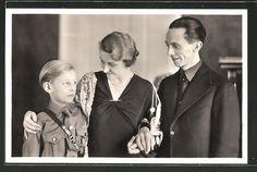 old postcard: AK Dr. Joseph Goebbels mit Gattin und Sohn