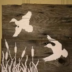 Another barn wood wall hanging. For laykes game room Reclaimed Wood Wall Art, Salvaged Wood, Diy Wall Art, Diy Art, Diy Wood Projects, Wood Crafts, Duck Nursery, Hunting Crafts, Pallet Barn