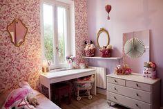 Suomalais-ranskalaisen perheen koti Marseillessa –  kotona kuin lomalla Koti, Vanity, Mirror, Furniture, Home Decor, Dressing Tables, Powder Room, Decoration Home, Room Decor