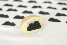 #DIY #Potato #Stamp www.kidsdinge.com https://www.facebook.com/pages/kidsdingecom-Origineel-speelgoed-hebbedingen-voor-hippe-kids/160122710686387?sk=wall http://instagram.com/kidsdinge