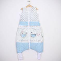 """Sac de dormit """"Ursuleți în albastru"""". Sac de dormit cu picioare de iarnă pentru bebelușii care încep să meargă și copii Grosime – 2.5 tog – este recomandat pentru temperatura camerei între 18-22 °С. Căptușit. - Șosete integrate pentru serile mai reci - Banda elastică de sub braț - așa sacul vine mai bine pe corpul copilașului - Fermoar YKK cu închidere în fața #sacdedormitcopii, #sacdedormitcupicioare, #saculetifermecati, #saccopii, #copii, #somncopii, #copiidezveliti, #NightKnight Overall Shorts, Overalls, Baby, Women, Fashion, Moda, Women's, La Mode, Jumpsuits"""