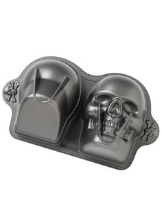 This three-dimensional pan makes a big statement at Halloween parties! Heavyweight cast aluminum conducts heat extremely evenly. Premium non-stick surface for easy release and cleanup. #InkedShop #bakeware #skull #cake #cakepan #baking #kitchen