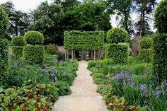 medieval-garden-geometric-layout-landscaping-gardenista