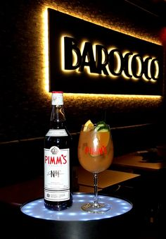 Pimms Swizzle - 4cl Pimm's, 9 cl pineapple juice, 2 cl sugar syrup, 3 Dash de kuyper Bitter https://twitter.com/Barococo_DD