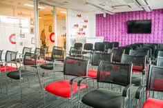 Możliwe jest również połączenie sali konferencyjnej z klubem przedsiębiorcy tworząc nową, niemal dwukrotnie większą przestrzeń.