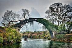 Kelionė į Kiniją ir Honkongą su kinų kultūros specialistu - Travel Planet Guilin, China Vacation, World Wallpaper, Fall Pictures, China Travel, Tourism, Scenery, Places To Visit, Stairs
