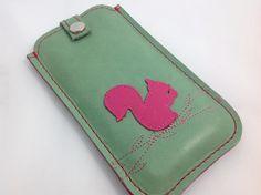 Handytasche nach Maß - Leder  mit Eichhörnchen  von Angie Holste -  Manufaktur ☆ Accessoires aus Leder auf DaWanda.com