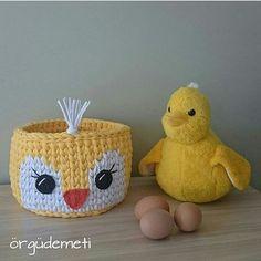 Bom dia! Alagou tudo ai tb?! Genteeee a coisa foi feia. Nem ia sair mesmo.. . #crochet #croche #handmade #fiodemalha #feitocomamor #feitoamao #trapilho #totora #cestodepatinho #cestodecroche Por @orgudemeti