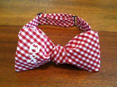 Custom Monogrammed Red Gingham Theta Chi Bow Tie --available in multiple colors for any fraternity or initials! Frat Style, Theta Chi, Cooler Designs, Red Gingham, Fraternity, Bows, Greek Life, Pocket Squares, Crafty