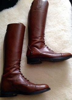 A vendre sur #vintedfrance ! http://www.vinted.fr/chaussures-femmes/bottes-and-bottines/19899928-botte-en-cuir-marron-dequitation-neuve