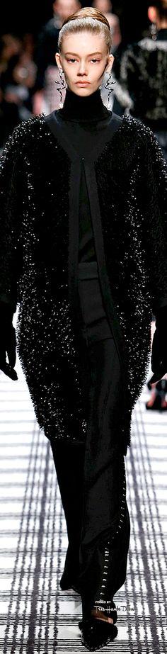 Fall 2015 Ready-to-Wear Balenciaga Nyc Fashion, High Fashion, Winter Fashion, Fashion Show, Fashion Design, Balenciaga, 2015 Fashion Trends, Muslim Fashion, Casual Elegance