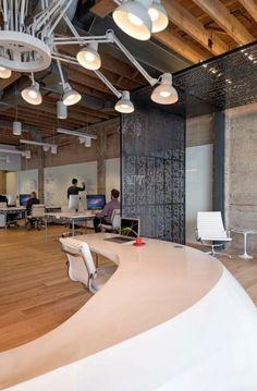 Développeur de jeux vidéos, Giant Pixel est une petite entreprise ayant de grandes aspirations. C'est pourquoi, pour son premier siège, la société a acheté un vieille imprimerie abandonnée à San Francisco près de Mint Plaza, zone connue pour des réaménagements créatifs et modernes tirés de l'architecture industrielle, pour en faire des bureaux contemporains.