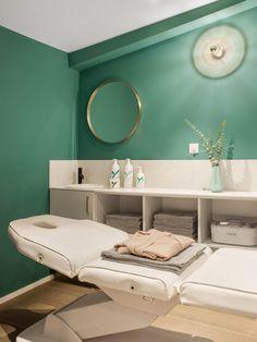 Nail Salon Decor, Beauty Salon Decor, Beauty Salon Design, Beauty Bar, Spa Room Decor, Home Decor, Esthetics Room, Dental Office Design, Salon Interior Design