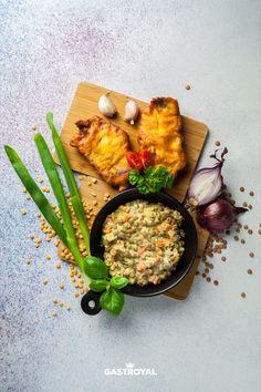 Fűszeres párizsi bundában sült sertéstarja, joghurtos lencsesaláta #food #fooddelivery #gastroyal #schnitzel
