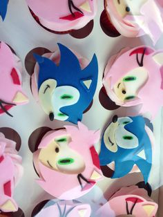 Amy Rose cupcakes. Sonic the hedgehog. Amy Rose and Sonic Birthday! Girl Sonic Party   Jens Sassy Sweets! http://jenssassysweets.com