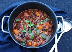 Tagine med oksekød, søde kartofler og svesker Ras El Hanout, Chili, Soup, Beef, Treats, Recipes, Meat, Sweet Like Candy, Goodies