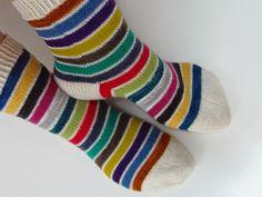 Lankaterapiaa: Punainen linja - Stripy socks again