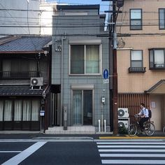 Photographer Captures Small Yet Utterly Delightful Buildings In Kyoto, Japan Japan Apartment, Korean Apartment, Aesthetic Japan, City Aesthetic, Small Buildings, City Buildings, Japanese Architecture, Architecture Design, Japanese Buildings