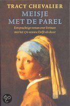 De zestienjarige Griet treedt als dienstmeisje in dienst bij de vermaarde schilder Johannes Vermeer. Het beeldschone, protestantse meisje weet al snel een plek te veroveren binnen de katholieke familie. De kunstenaar raakt in de loop der jaren steeds meer gecharmeerd van haar schoonheid, en besluit haar te schilderen. De groeiende intimiteit tussen hen veroorzaakt spanning en onrust in het geordende huishouden, tot ergernis van Vermeers eigenzinnige vrouw Catharina