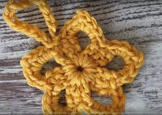 Ravelry: Golden Star Ornament pattern by Kristi Simpson Crochet Snowflake Pattern, Crochet Stars, Crochet Snowflakes, All Free Crochet, Crochet Motif, Easy Crochet, Crochet Flowers, Tutorial Crochet, Easy Ornaments