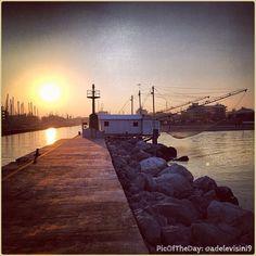 #PicOfTheDay #turismoer: quiete e armonia di un #tramonto invernale sul porto di #Cervia - Complimenti e grazie a @adelevisini9