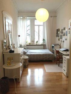 Elegante weiße Möbel als Einrichtungsidee für WG-Zimmer. #WG #Zimmer #weiß #Möbel