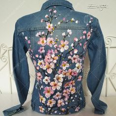 ♥ Cherry Blossoms Jean Jacket, Hand Painted Jacket, Jean Jacket Art, Sakura Jacket, Hanami Art, Handpainted, Hanami Denim Jacket, Painted Art ♥ HAND PAINTED JEAN JACKET by DiqnaDesign. ------- SIZE & DETAILS ------- Hand painted jacket with professional water resistant textile paint.