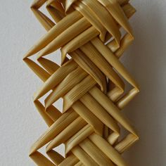 It is only when you take a close up that you notice all the dust! Straw Weaving, Weaving Art, Basket Weaving, Corn Dolly, Corn Husk Dolls, The Last Straw, Weaving Designs, Screenprinting, 3d Design