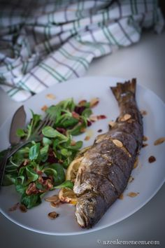 Our wonderful roasted trout, served with lamb lettuce salad, chopped roasted beetroot, bacon and roasted almond shavings. We used lemon flavoured olive oil from Ostuni, Puglia, Italy in addition to lemon slices and thyme filling. ... Yammmmy....! Flavored Olive Oil, Roast Duck, Lemon Slice, Beetroot, Trout, Lettuce, Nutella, Steak, Almond