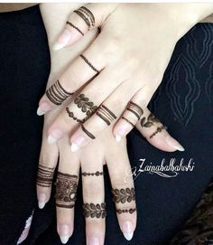 Here you guys get some fantastic idea about the unique mehndi styles for fingers. Simple Mehndi Designs Fingers, Henna Tattoo Designs Simple, Finger Henna Designs, Pretty Henna Designs, Henna Art Designs, Mehndi Designs 2018, Mehndi Designs For Girls, Unique Mehndi Designs, Mehndi Design Photos