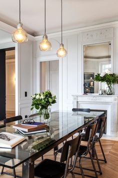 Elegant Home Decor, Elegant Homes, Modern Decor, Classic Interior, Home Interior Design, Grande Table A Manger, Estilo Interior, White Apartment, Farmhouse Interior