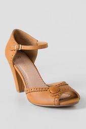 Stylish Sandals for Women Vintage Inspired Shoes, Stylish Sandals, Leather Socks, Kinds Of Shoes, Shoe Game, Classic Looks, Wedge Sandals, Personal Style, Fashion Accessories