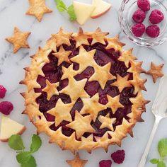 . Raspberry apple pie for the Star Festival. 今日は七夕ですね 星をモチーフにしたお菓子を作ろうと思ってどうしてもゼリーとかになりがちなところ星のパイにしてみました . アップルパイがベースでラズベリーも入れて見た目も味もメリハリをつけました . . ちょっと前まで猛暑でうちの猫が暑そうにしていたので猫用のひんやり大理石というのを買ってあげました でもまだ乗ってくれない . まあまあ大きな石板が床に落ちてる状態でその横でスヤスヤ