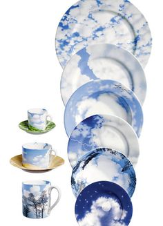 Wake up to a blue sky every morning. Ceramic Plates, Porcelain Ceramics, White Ceramics, Hand Painted Pottery, Pottery Painting, Blue Dishes, Dinner Ware, Plate Art, Blue And White China