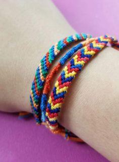 Make Your Own Friendship Bracelets - 3 Beginner Ideas Letter Bead Bracelets, Thread Bracelets, Loom Bracelets, Macrame Bracelets, Braided Friendship Bracelets, Diy Friendship Bracelets Patterns, Make Your Own Bracelet, Bracelet Tutorial, Macrame Tutorial