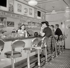 White Tower hamburger stand in New York, 1941