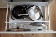 3 mistakes that are costing you time and money in your kitchen Kitchen Cabinet Organization, Kitchen Drawers, Storage Cabinets, Classic Kitchen, Lid Organizer, Storage Spaces, Storage Ideas, Layout, Drawer Dividers