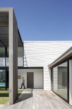 Gallery of Tuatua House / Julian Guthrie - 20