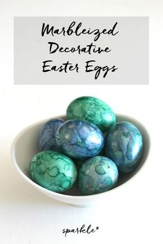 Fun craft to make these DIY gorgeous decorative marblized Easter eggs using alcohol ink. Crafts To Make, Fun Crafts, Amazing Crafts, Creative Crafts, St. Patrick's Day Diy, Easter Monday, Easter Crafts, Easter Ideas, Easter Decor