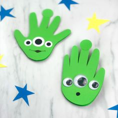 Toy Story Craft For Kids | Make these DIY alien handprint cards for someone special this year! They're a creative activity for toddlers, preschool and kindergarten children! #simpleeverydaymom #toystorycrafts #creativekids #kids #kidsactivities #kidscrafts #disneyactivities #disneycrafts #toystory #handprintcards #kidsandparenting