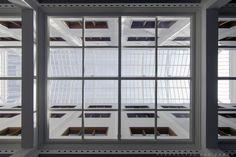 Looking up at the atriumroof. Gemeentearchief De Bazel Amsterdam by Claus en Kaan Architecten. Pic by @svd_fotografie
