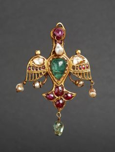 A fine gem-set gold pendant in the form of a Bird, Mughal India or Deccan, Century Mughal Jewelry, India Jewelry, Antique Jewelry, Vintage Jewelry, Gold Jewellery, Traditional Indian Jewellery, Gold Work, Ancient Jewelry, Royal Jewels