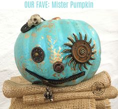 Now that we are finished with our Thanksgiving weekend (for those of us in the USA), let's take a minute to catch our breath before jumping back into Christmas projects. Steampunk Halloween, Halloween Jack, Steampunk Diy, Halloween 2017, Holidays Halloween, Halloween Pumpkins, Halloween Crafts, Happy Halloween, Halloween Decorations