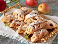 Curd braids with apples and berries - recipe with photo step by step Low Carb Keto, Paleo Diet, Food Photo, Vegetable Recipes, Apple Pie, Food To Make, Raspberry, Deserts, Food And Drink